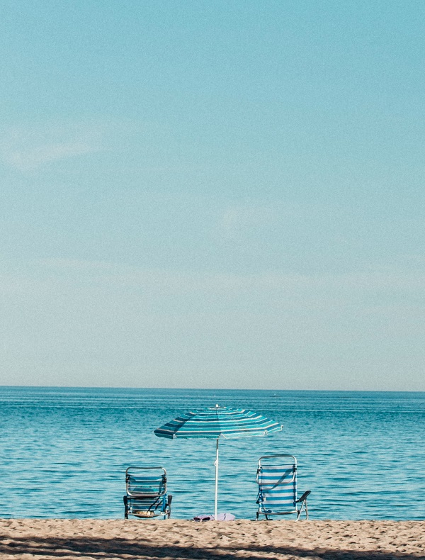 beach-beach-chairs-horizon-564900.jpg