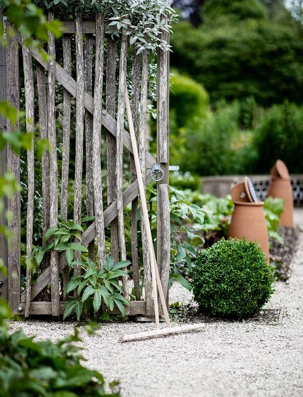GardenTrading_3428239_GardenTradingWoodenRake.jpg.jpg