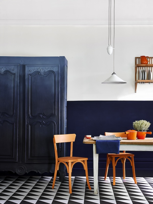 Annie Sloan - Kitchen - Ombre armoire in Chalk Paint in Oxford Navy + Athenian Black plus Pure, Barcelona Ora - Copy.jpg