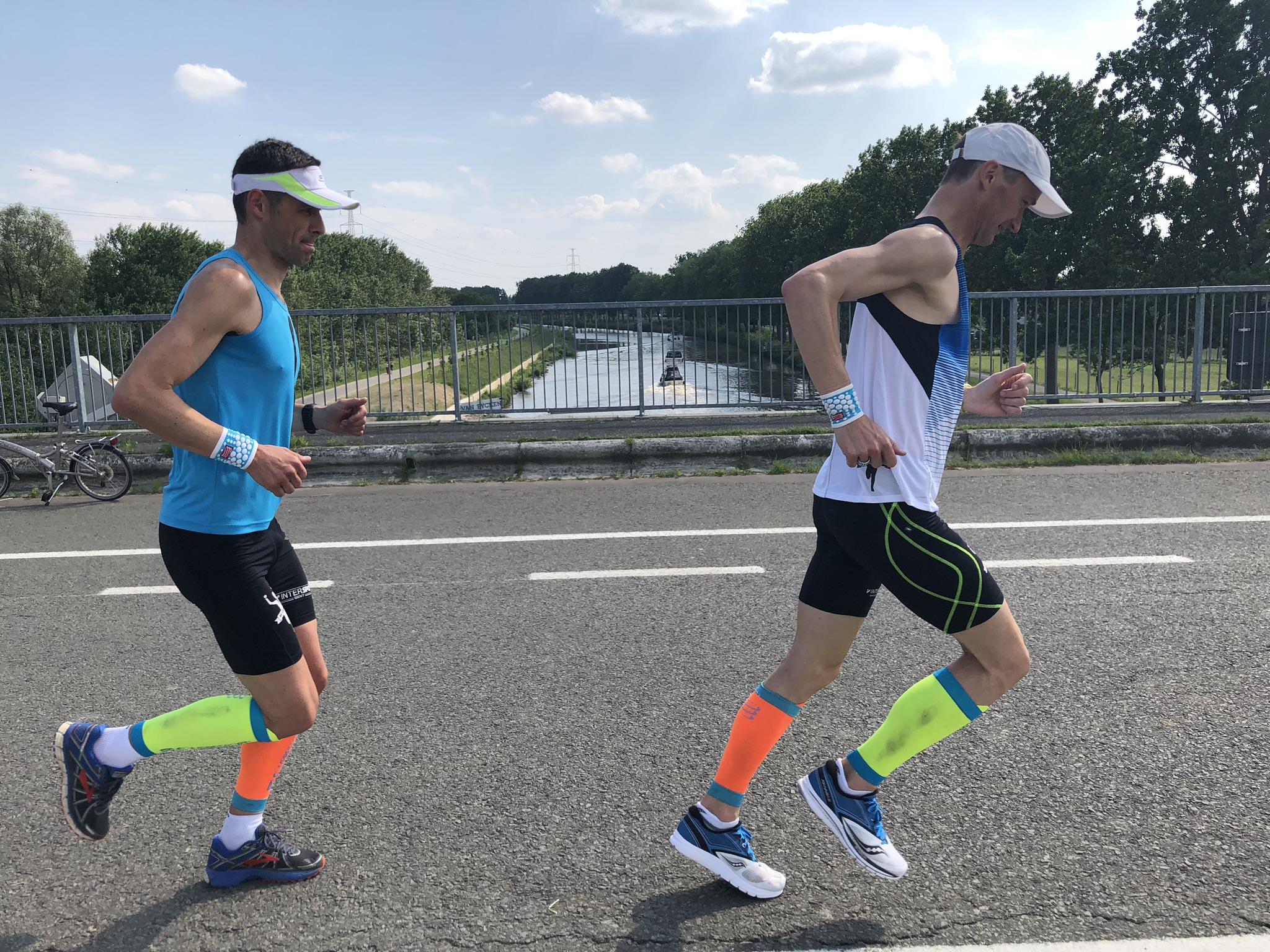 Wat je ontdekt met Learn to run - Hoe je moet opwarmen.Wat je moet doen om blessurevrij te blijven.Juist leren lopen, schaven aan je looptechniek.Hoe en waarom je moet opwarmen.Welke snelheid je moet aanhouden.Hoe je luistert naar je lichaam.