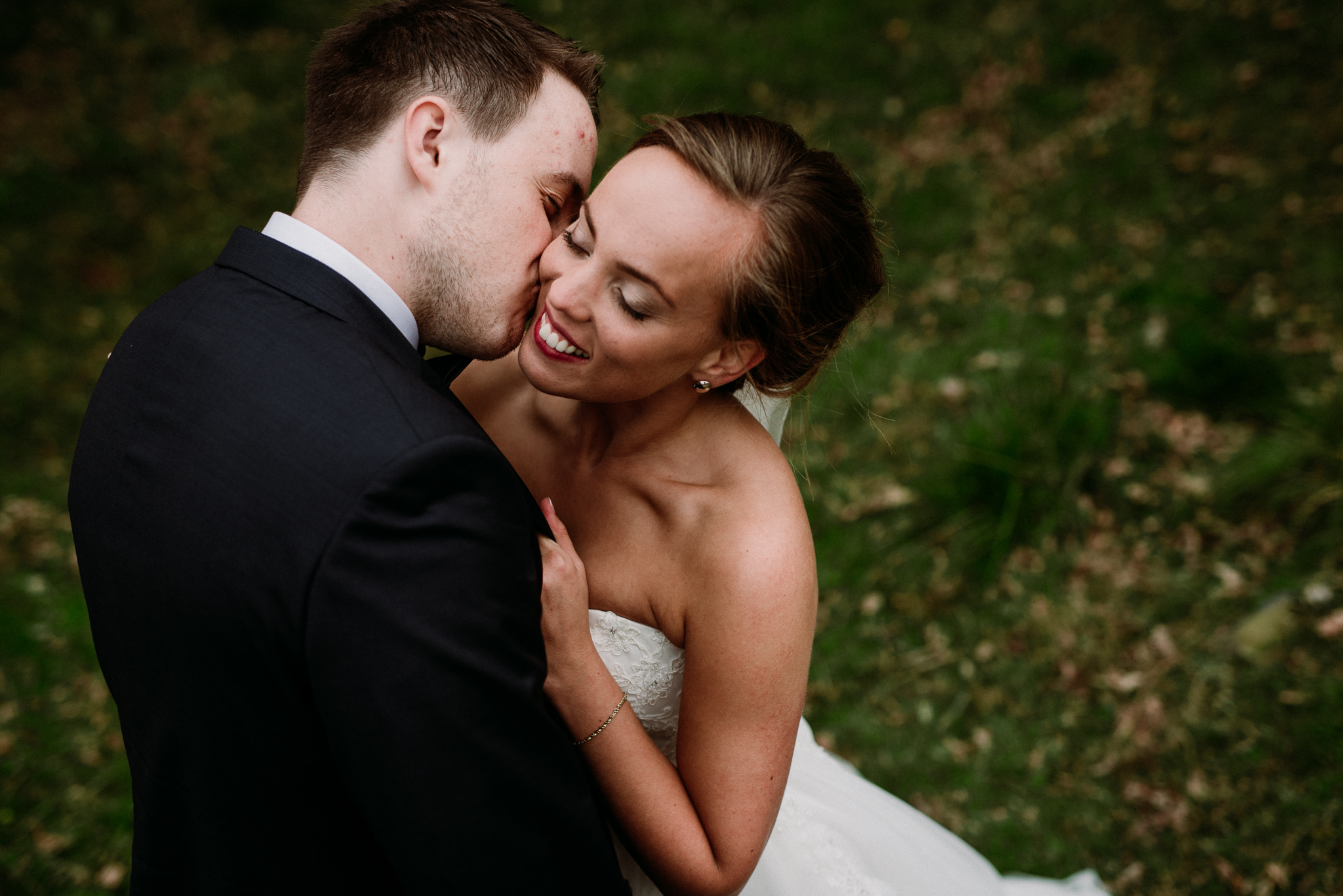 Bryllup i løen på Sunde. Bryllupsfotograf Petrichor and Pine