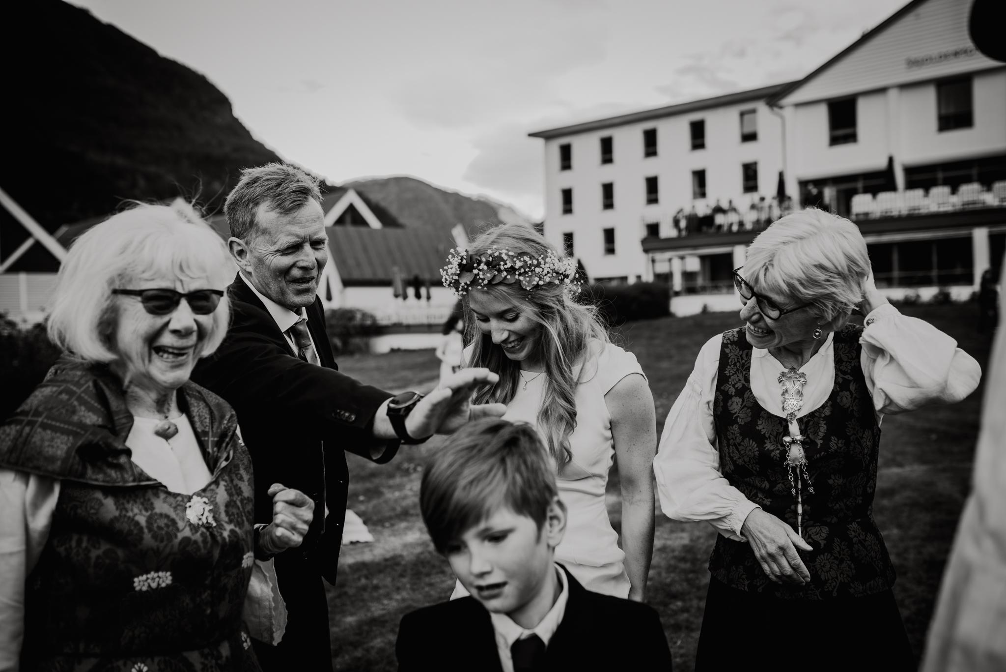 Bryllupsfotograf Sogndal - bryllup Skjolden Hotell_-41.jpg