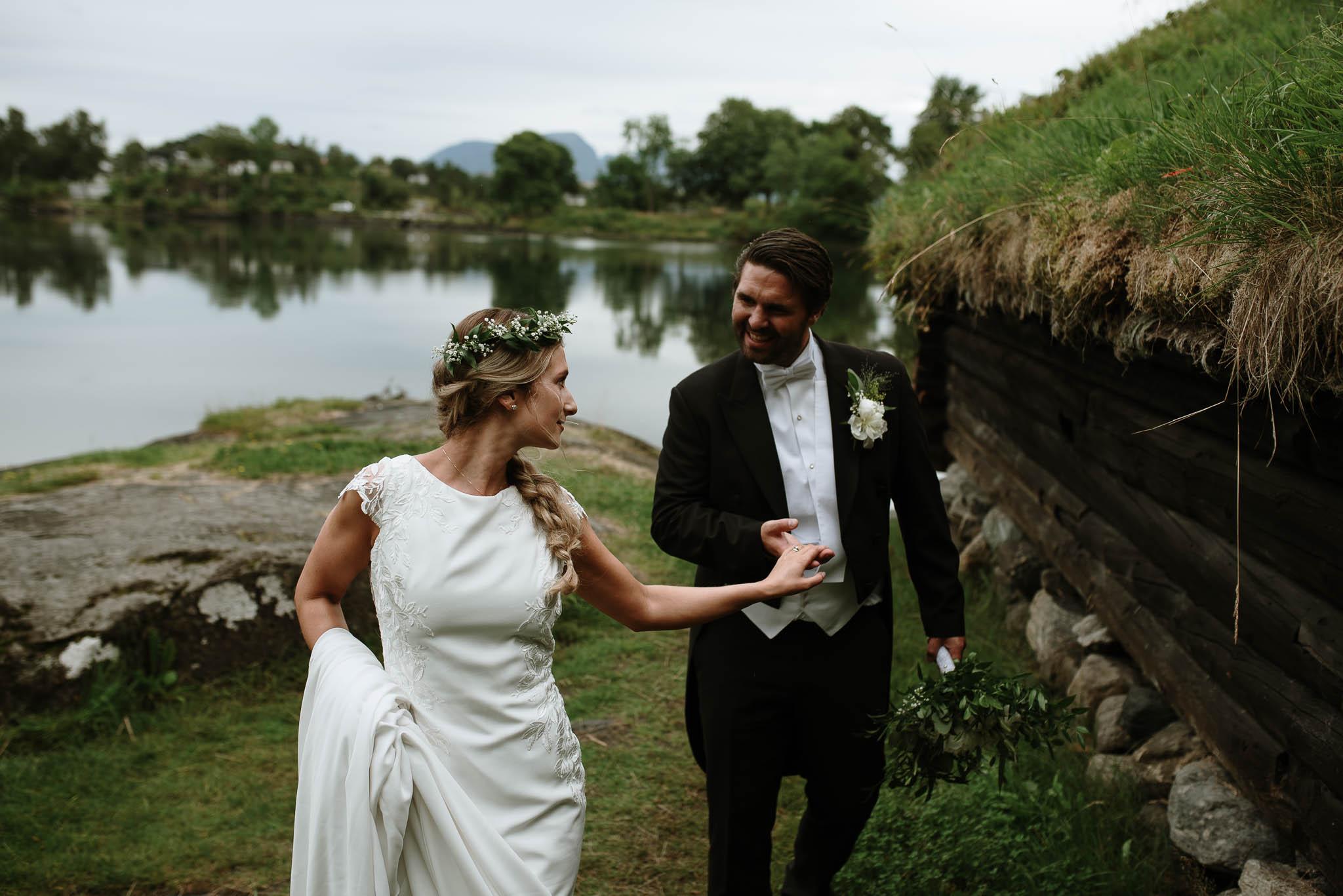 Bryllupsfotograf i Drammen - bryllup i Ålesund - Øygardshallen bryllup-68.jpg