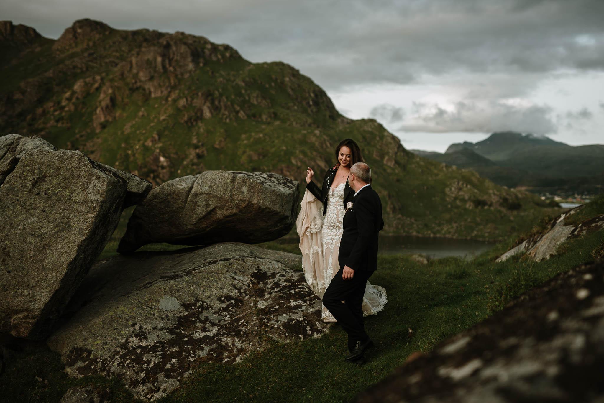 Bryllupsfotograf i Lofoten - wedding photographer Lofoten - bryllup harstad-59.jpg