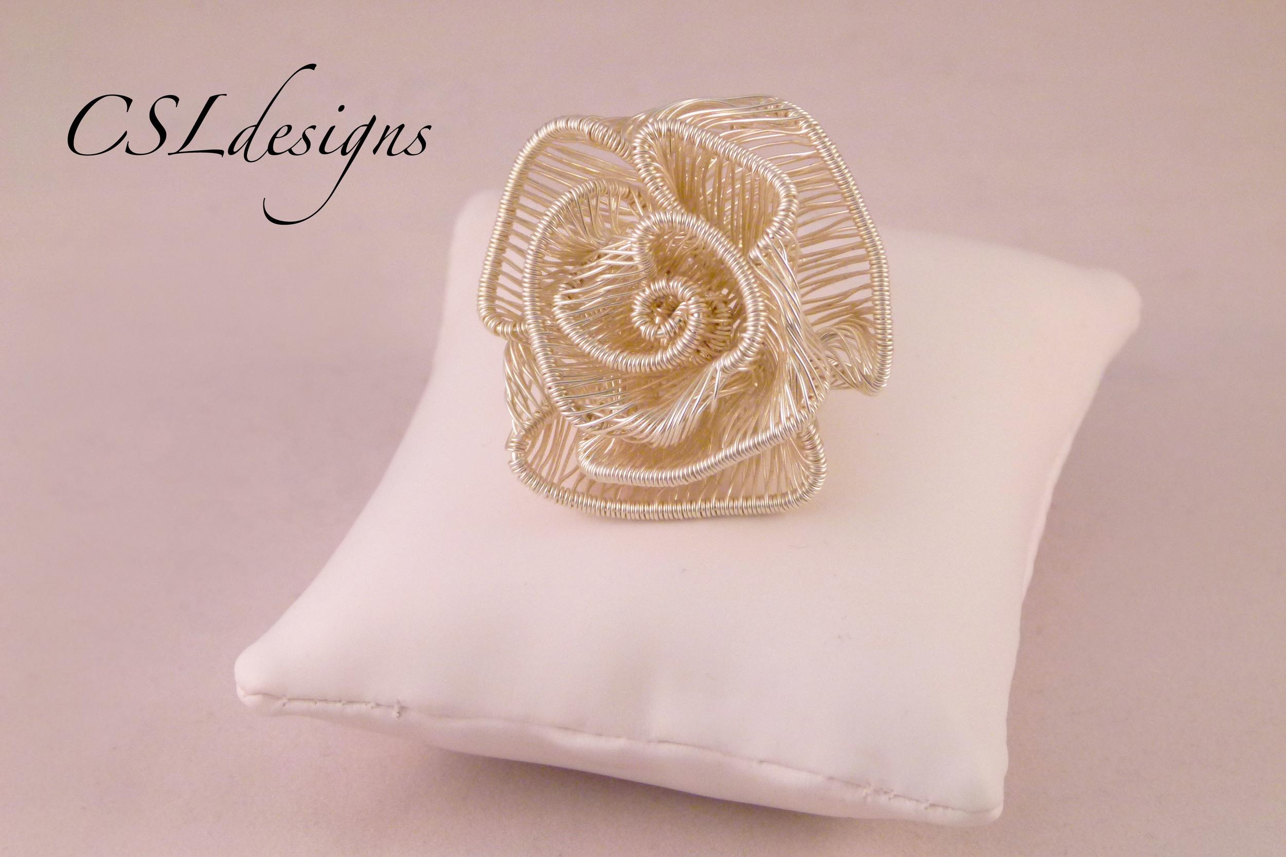 Adjustable wirework rose ring front close pillow.jpg