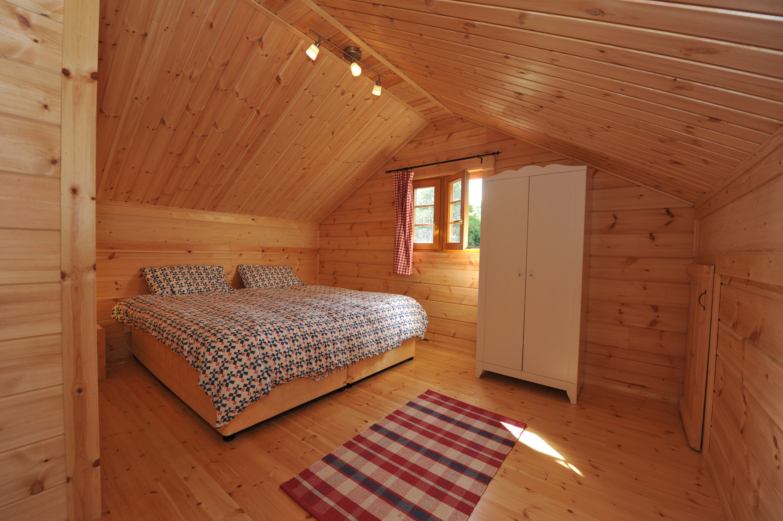 log hse upstairs bedroom.jpg