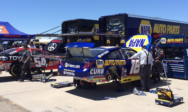 Crew works on the #16 NAPA Car at Tucson Speedway.jpg