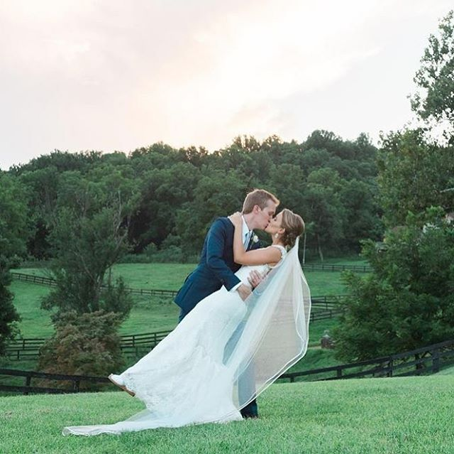The dip! #weddinginspo #dcbride #virginiabride #marylandbride #highholdborne @highholdborne