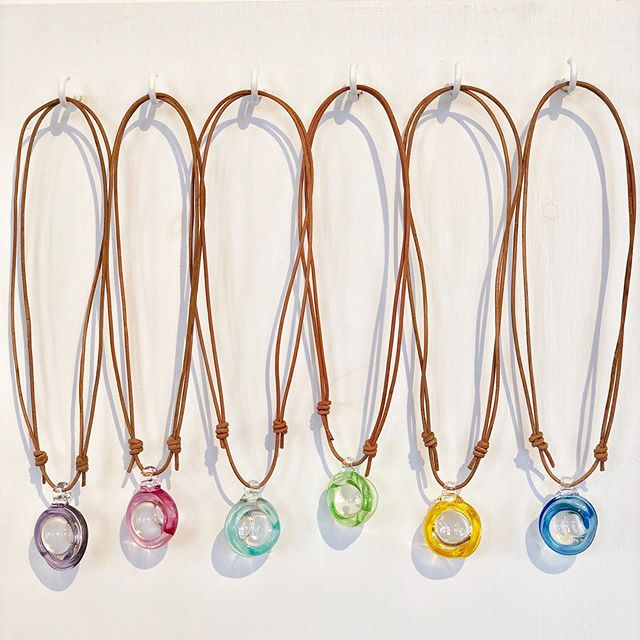 Sommer smykker på @engelskmannsbrygga #henningsvær #handmade #glass #lofoten