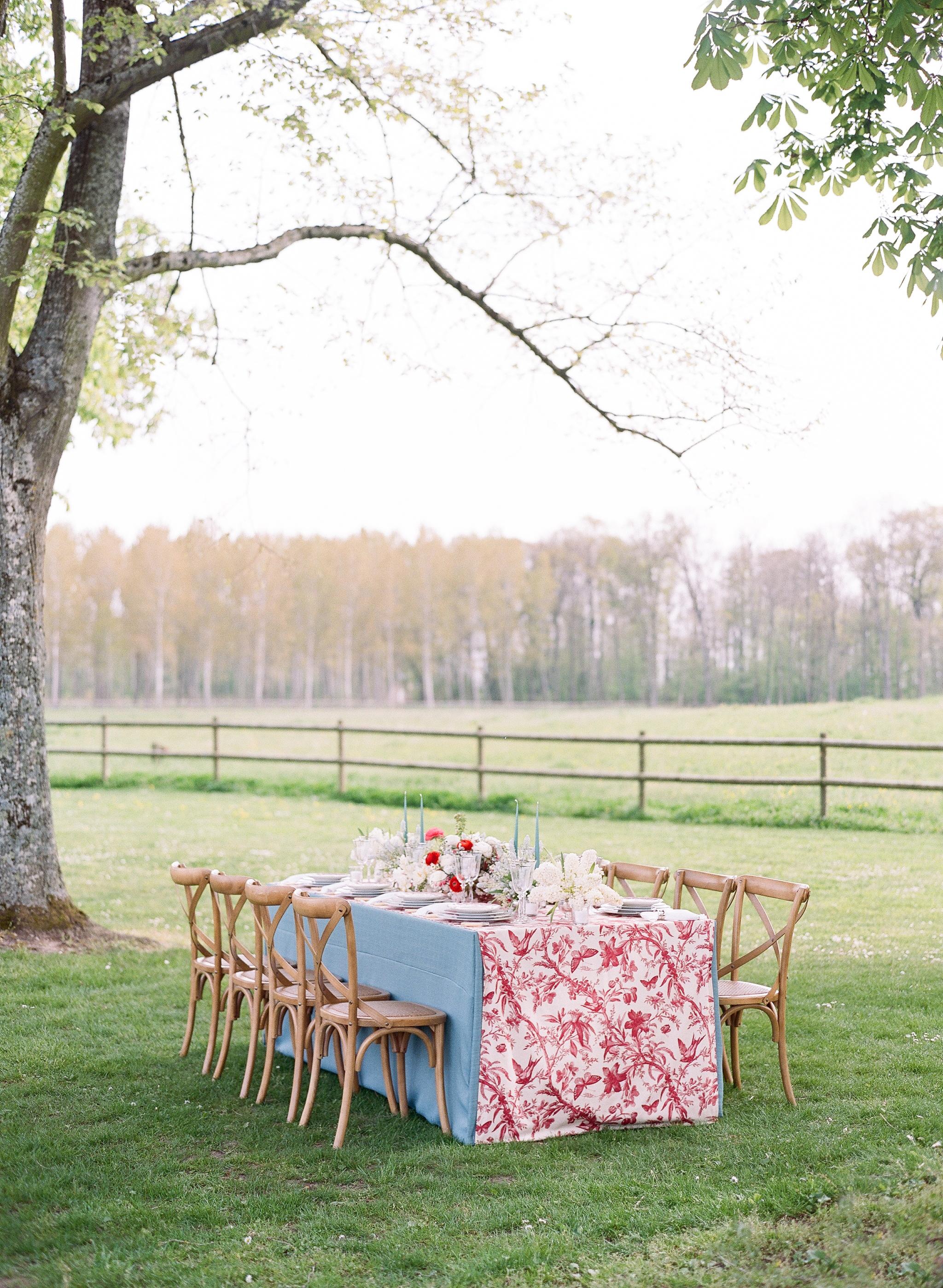 Sylvie-Gil-0008-Workshop-film-photography-chateau-wedding-france-reception-outdoor.jpg
