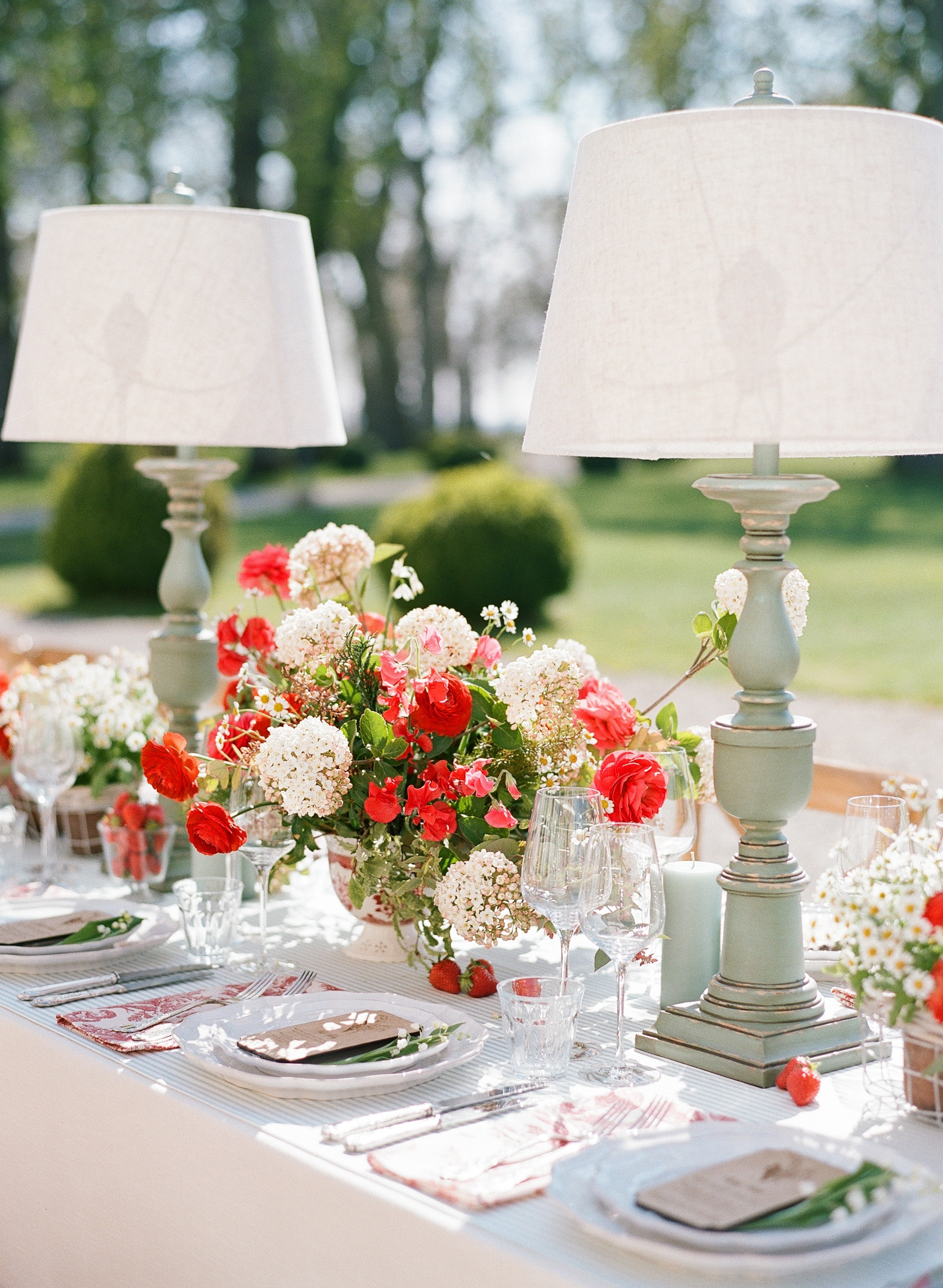 Sylvie-Gil-0020-Workshop-film-photography-chateau-wedding-france-reception-outdoor-red-welcome-dinner.jpg