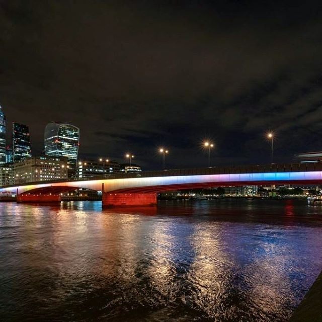 🎊CONGRATULATIONS🎊 to #LeoVillarel and his AMAZING team for bringing light to London's #RiverThames! 🌈  Phase 1 of #IlluminatedRiver is complete, and we cannot wait to see all 15 bridges aglow!!! 🌟🌟🌟 #LeoVillarealStudio