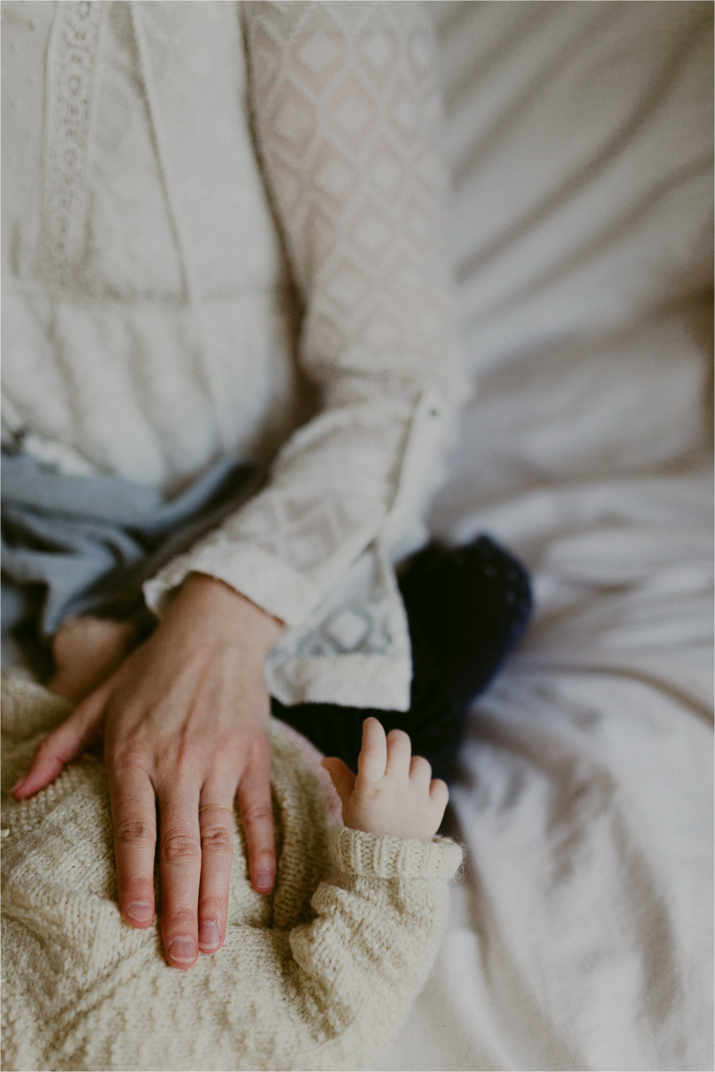 in-home-lifestyle-mama-and-baby-session-portland-family-photographer-3.jpg