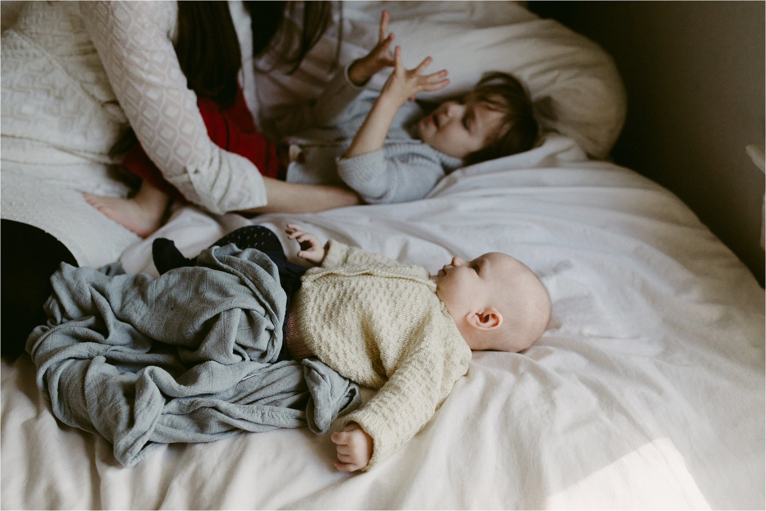 in-home-lifestyle-mama-and-baby-session-portland-family-photographer-23.jpg