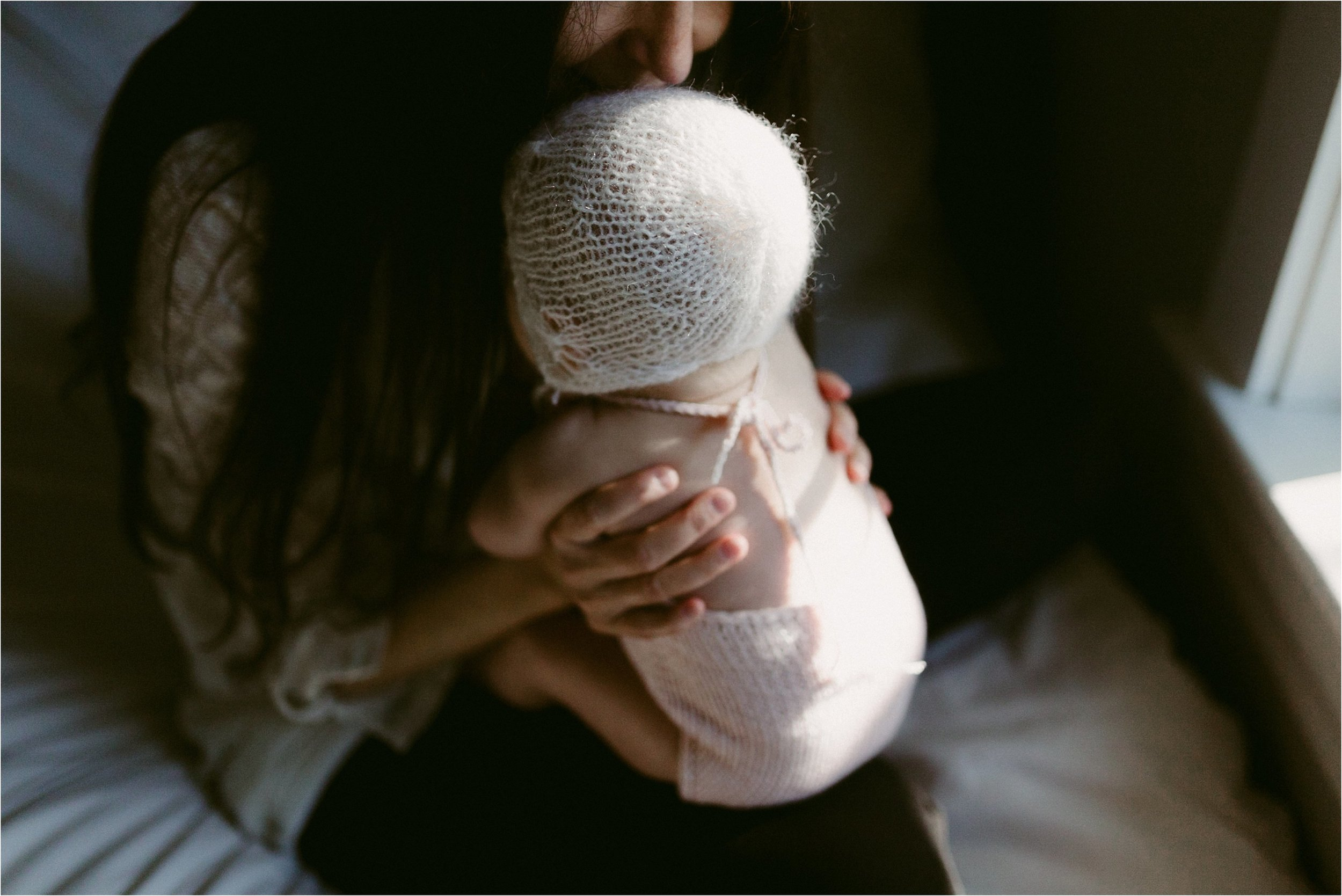 in-home-lifestyle-mama-and-baby-session-portland-family-photographer-34.jpg