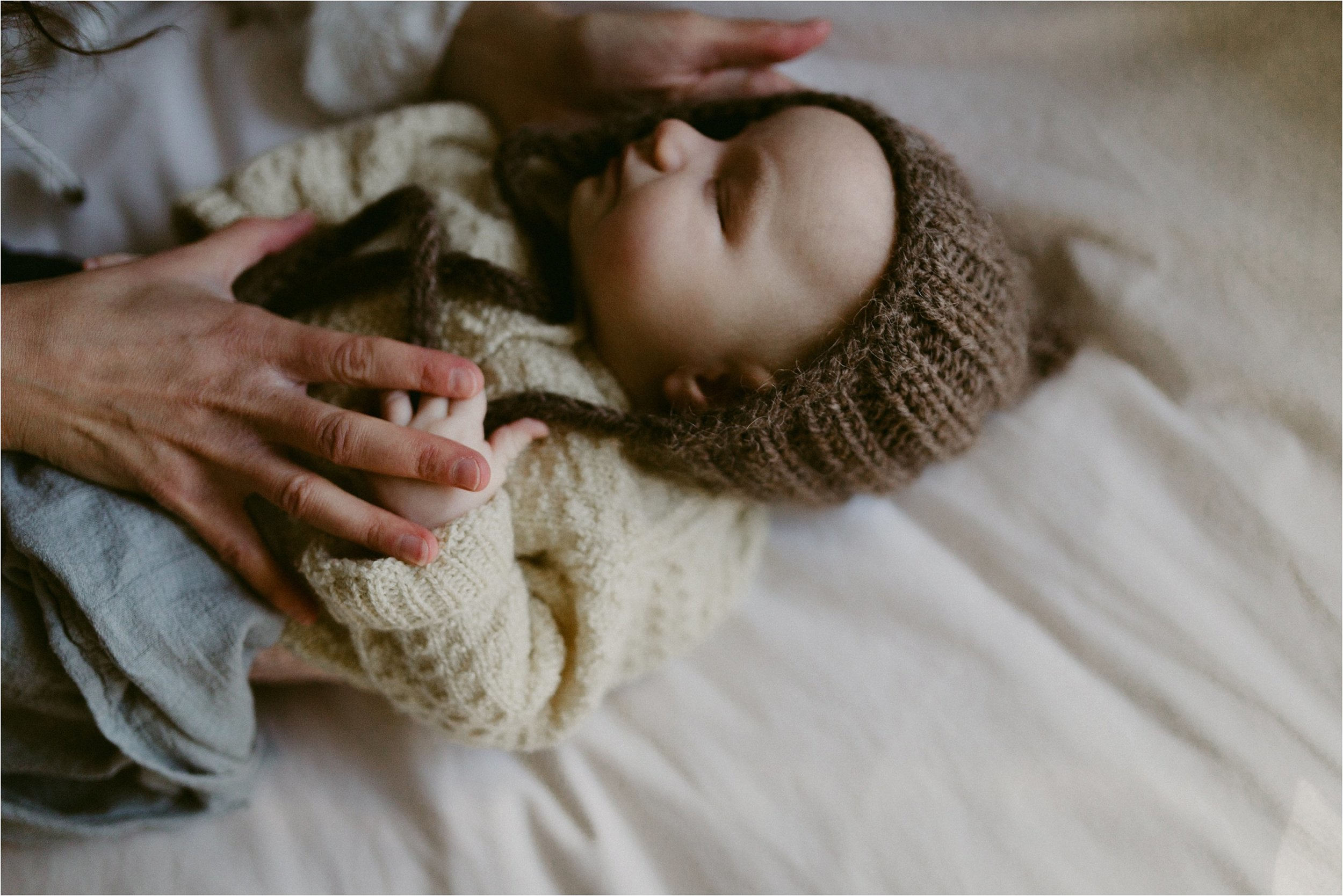 in-home-lifestyle-mama-and-baby-session-portland-family-photographer.jpg