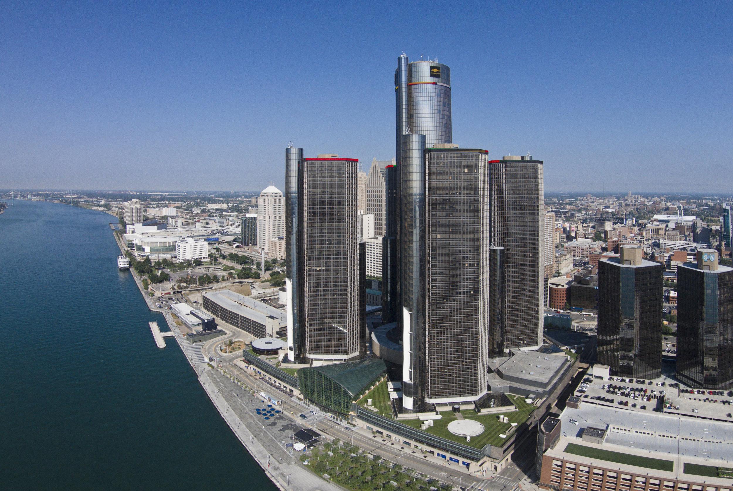 Detroit_RenCen_drone01.jpg