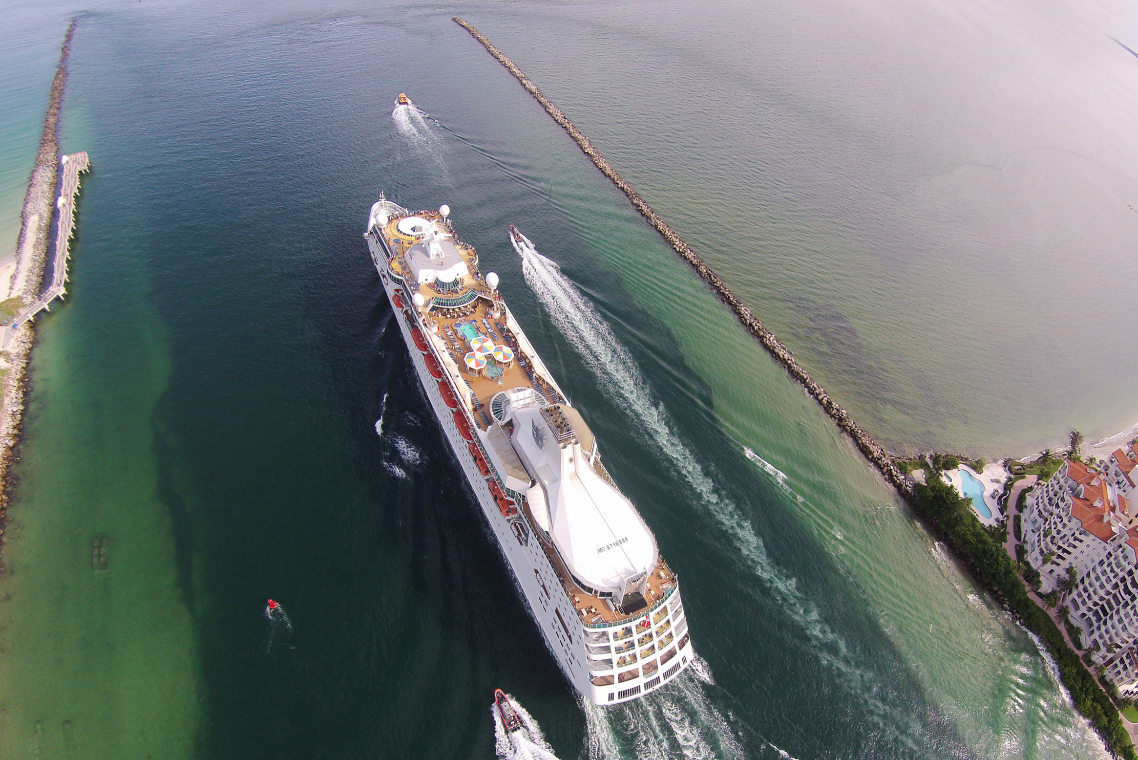 CruiseBoat01.jpg