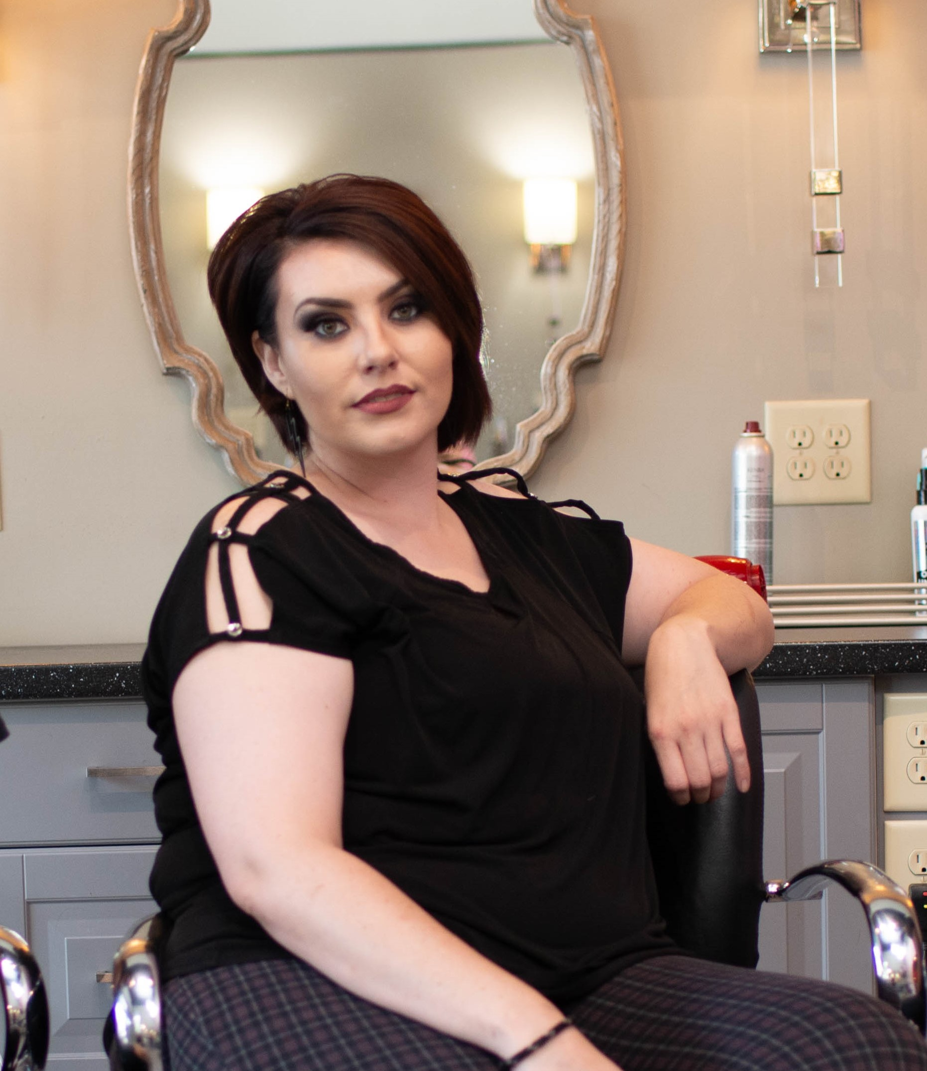 JessicaStylist - Hair Stylist Jessica Ray moved from Alabama 2 years ago chasing excitement and found it here in Nashville! Jessica has has 7 years of experience behind the chair and is constantly furthering her education. She is currently a Blonde and Vivids specialist!