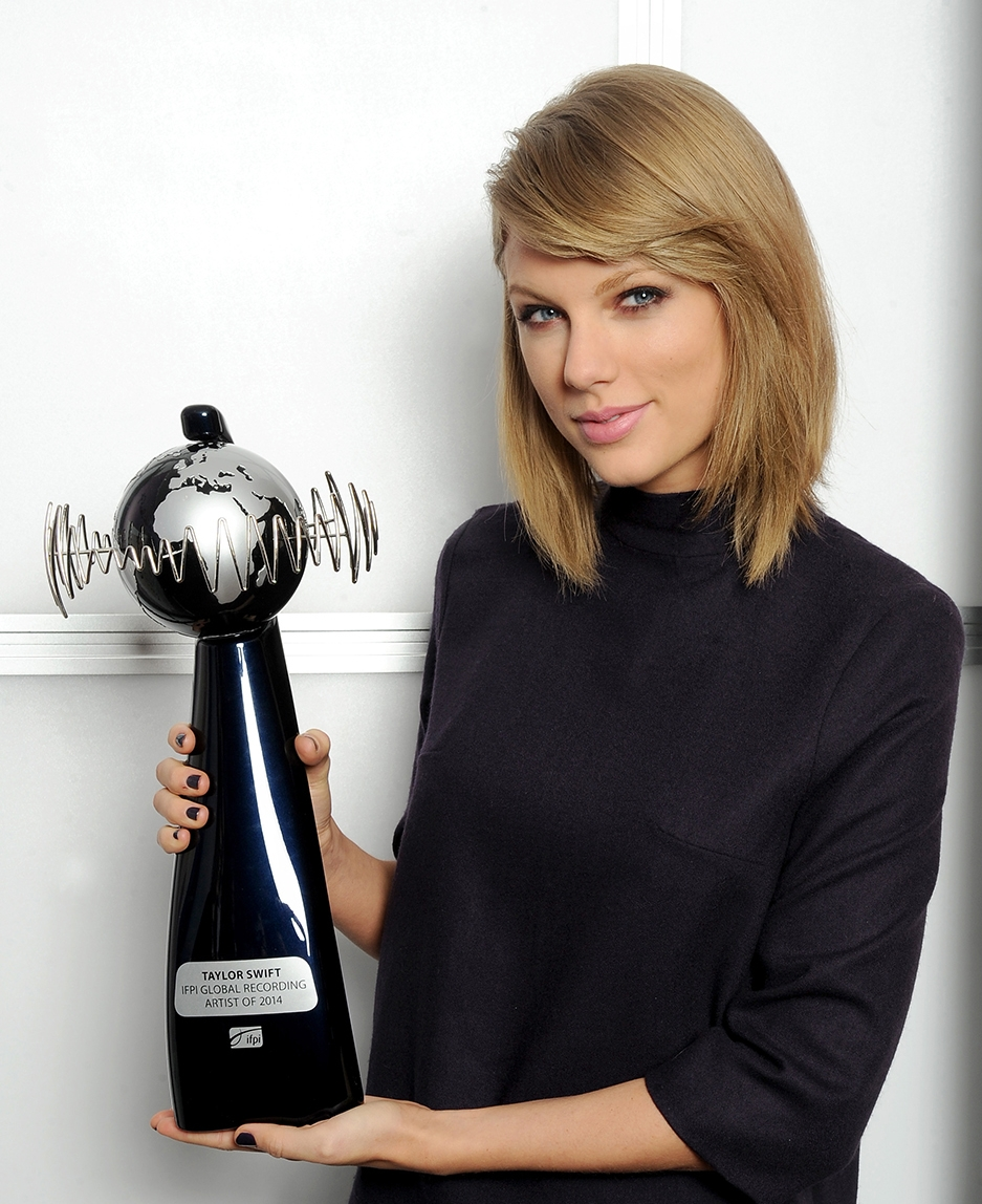 Taylor Swift  receiving her award from IFPI,