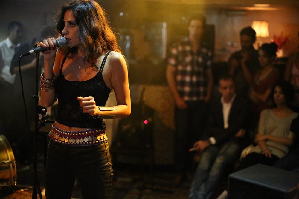 yasmine-hamdan-singing.jpg