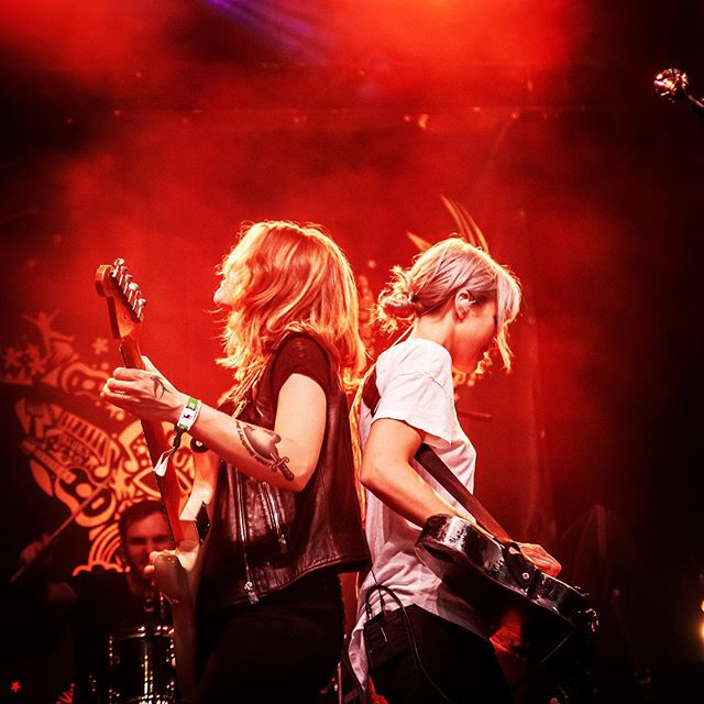 Our hearts are full to bursting 🖤🖤 We travelled from @winnipegfolkfestival to Targhee, WY for @grandtargheeresort this weekend - so much music, so much love! We can't wait to see all y'all again very soon 🙏🙏 (@sunnywarmusic @andersosborne) 📷 @malloryificent #larkinpoe