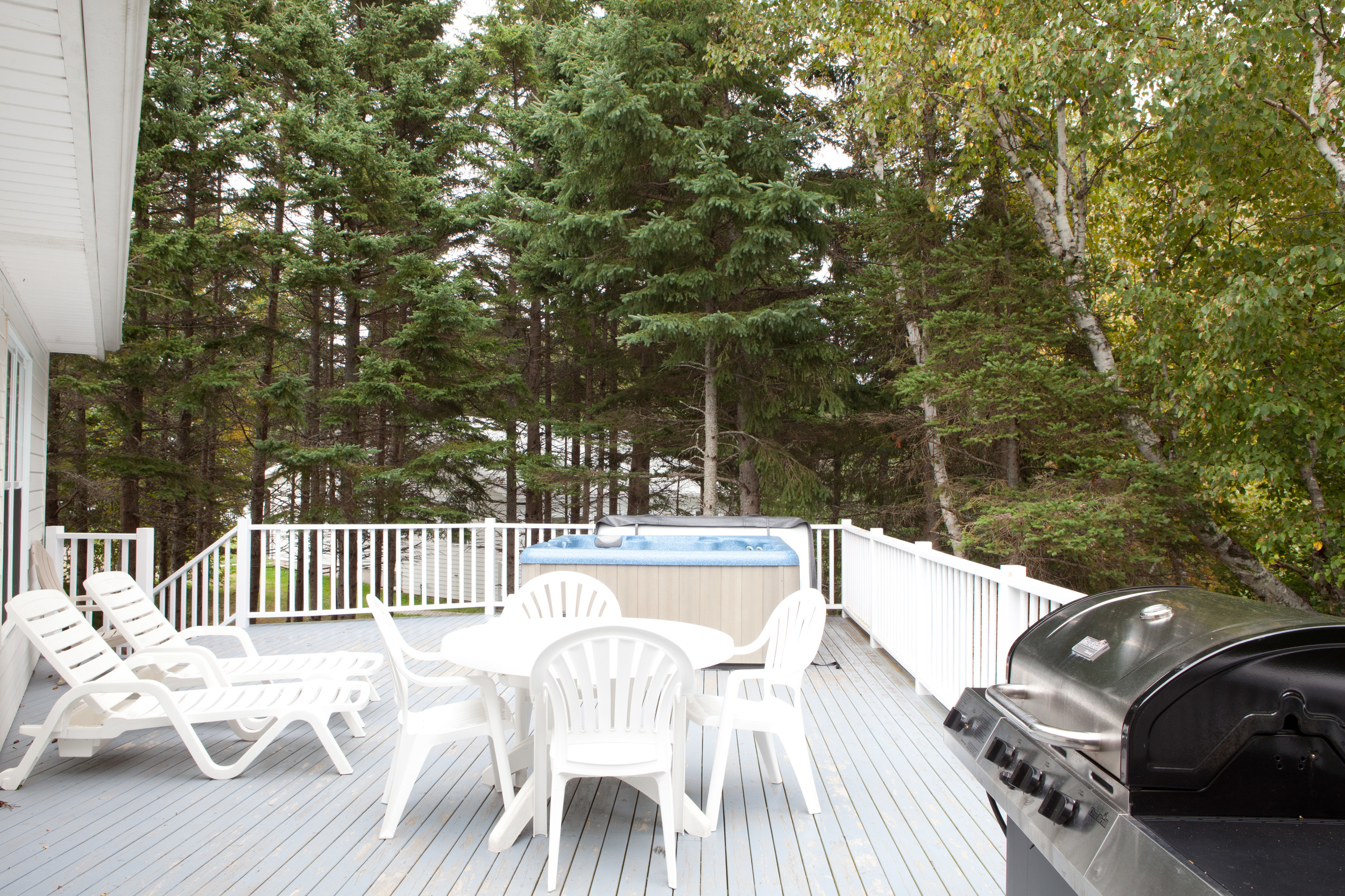 Deluxe Cottage Deck and optional Hot Tub