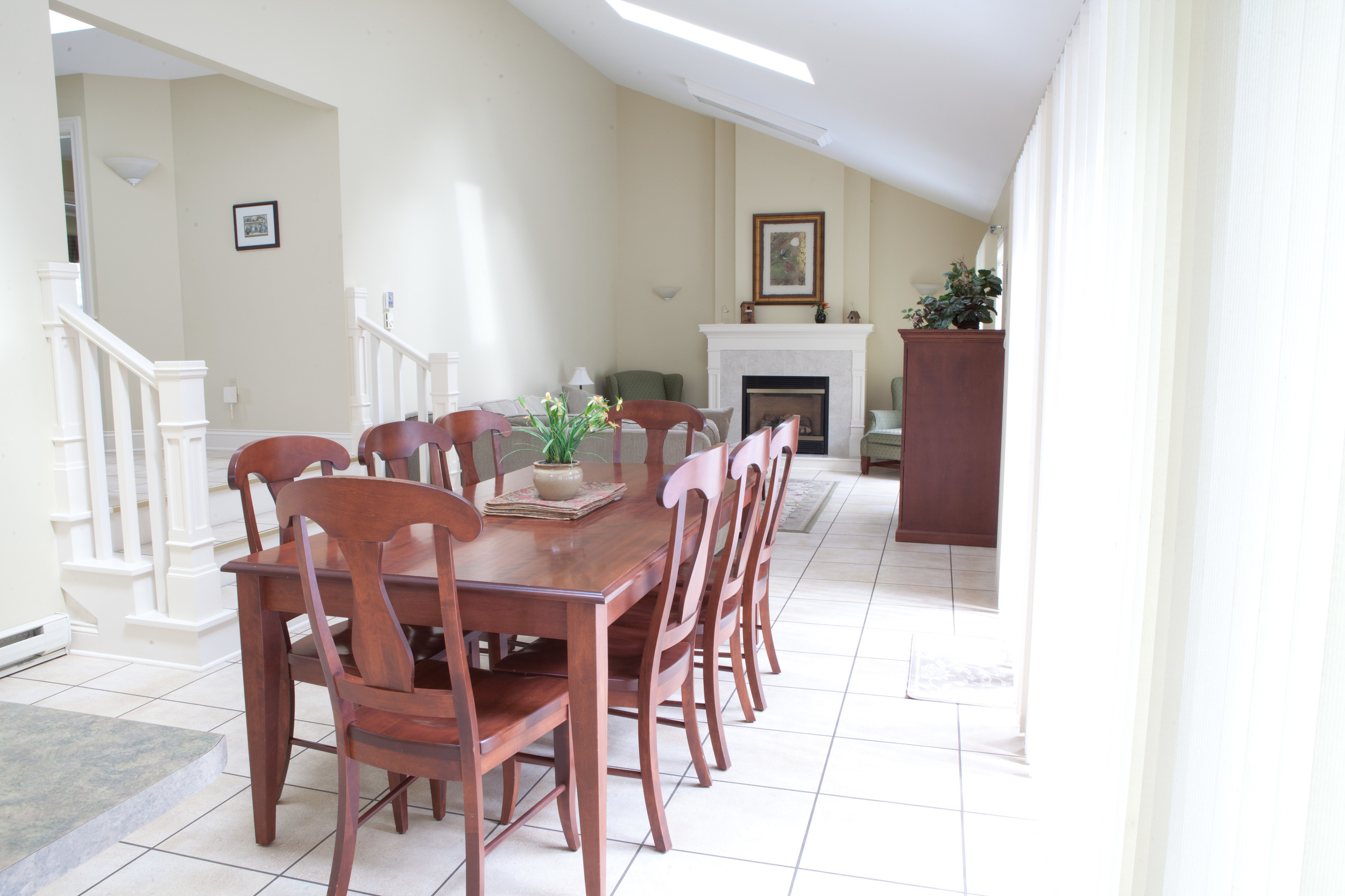 Deluxe Three Bedroom dining and living rooms