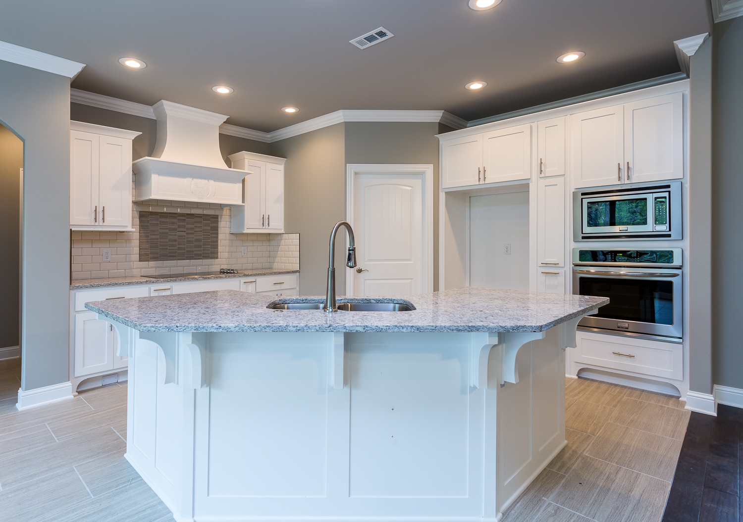 Real Estate photo of Kitchen in home located in Bella Vista.