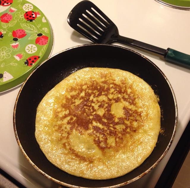 My first flour-free pancake! One banana + 2 eggs and voila!
