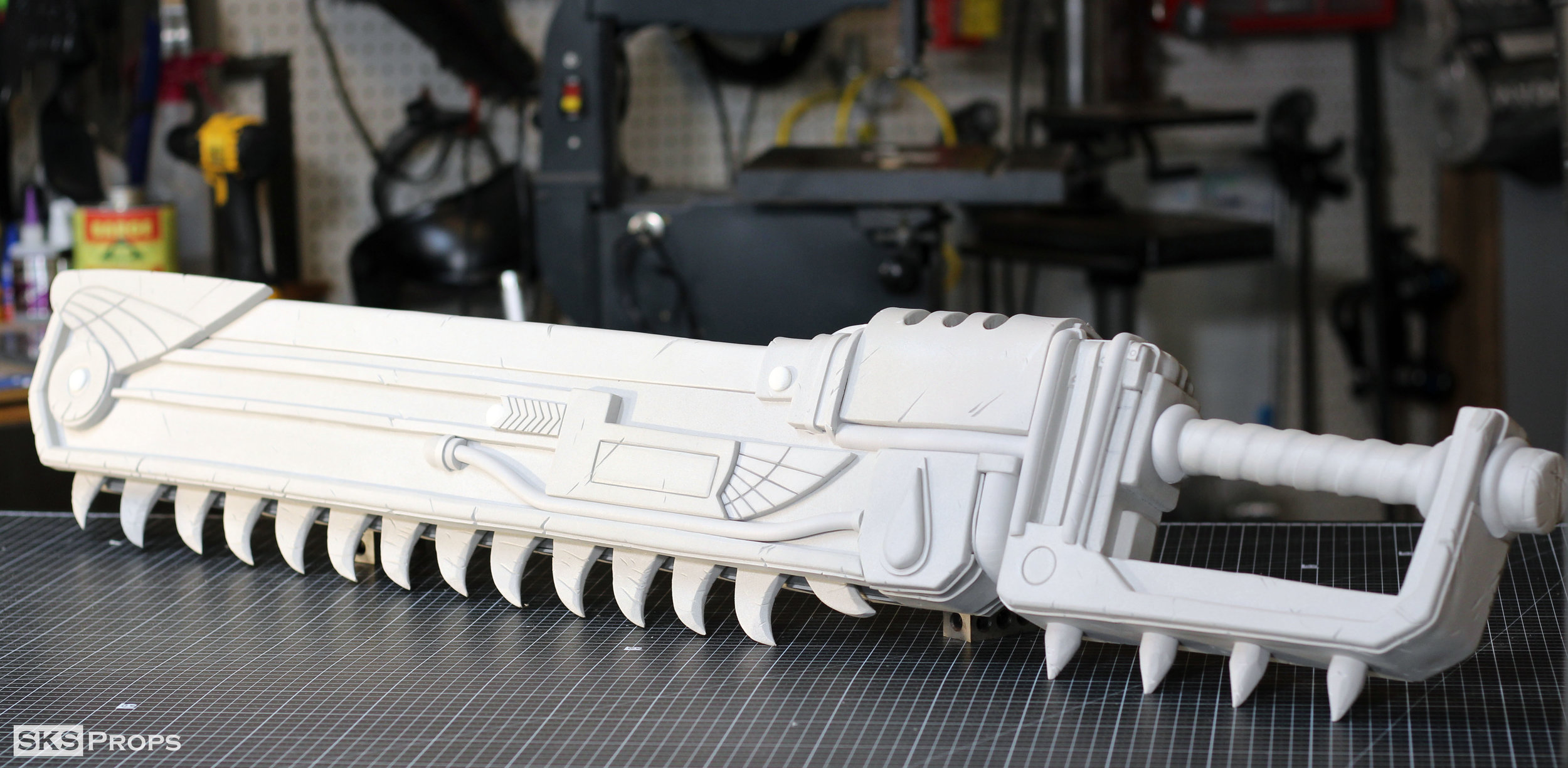 Warhammer 40K Chainsword made using 2,6,10mm HD-Foam as well as HD-Foam Dowels and Half Rounds.