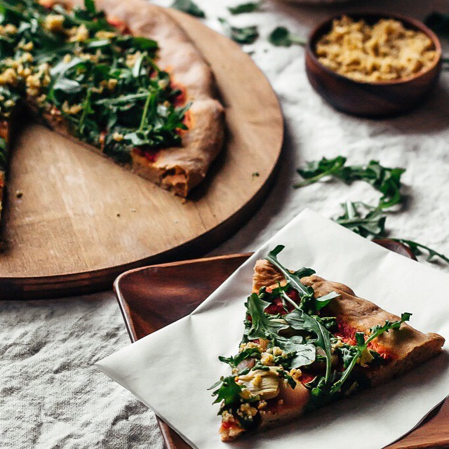 The__vegan_Artichoke_and_Pickled_Onion__Pizza_with__Harissa_Tomato_Sauce_by___faringwell_is_a_delicious_and__healthy_way_to_spice_up__Friday_pizza_night._Tell_us_your_fave_pizza_toppings_and_get_the_recipe_at_entube.la.__foodporn__tgif__vegetarian__c.jpg
