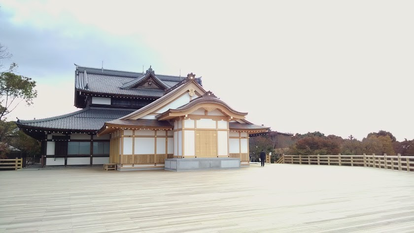 Higashiyama  New construction at the front of the temple.