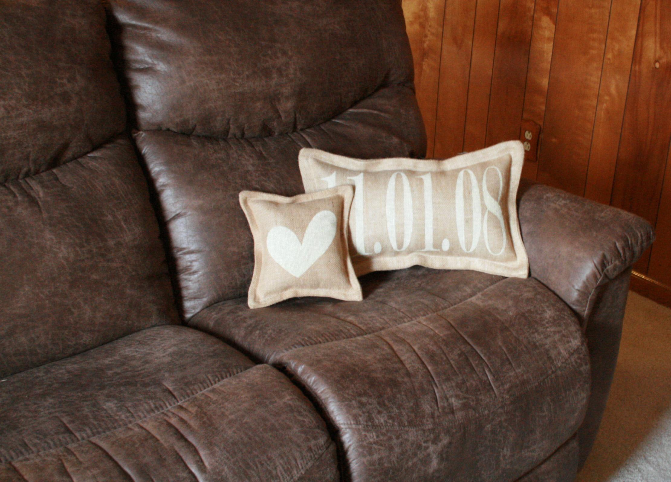 Pillow_Anniv&Heart_JitneysJourneys_001.jpg
