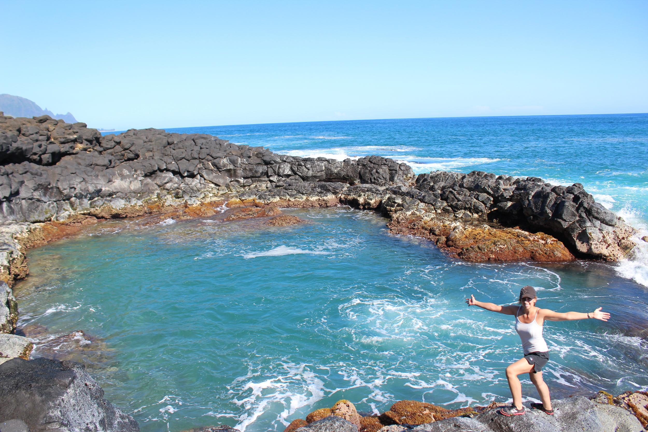 Queen's Bath in Kauai, Hawaii // via Jitney's Journeys