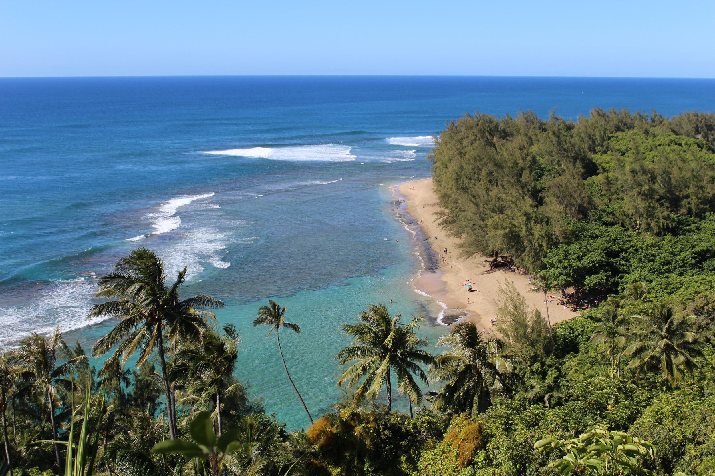 Hanakapi'ai Trail in Kauai, Hawaii // via Jitney's Journeys