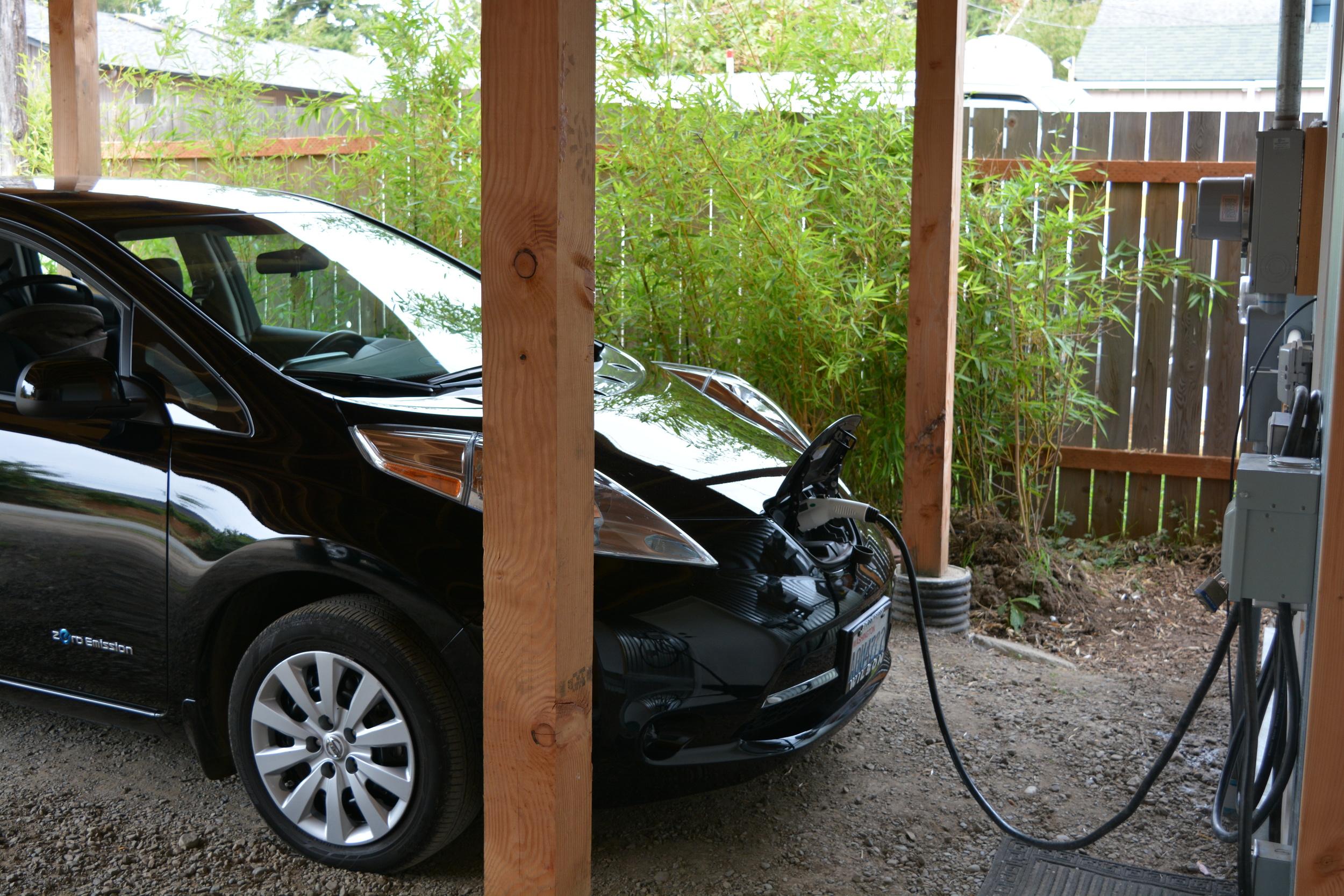 13 car charger.jpg