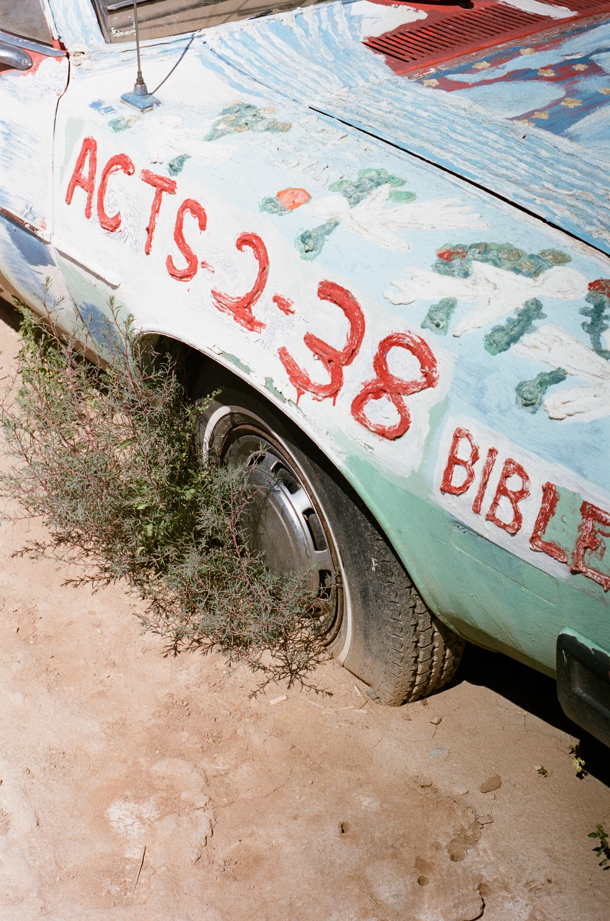 Salvation Mountain by Leonard Knight 1.jpg