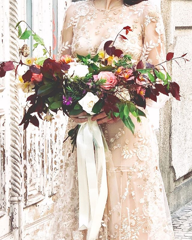 When In Porto || Finishing my two weeks in London and Portugal with one final project. Thank you to @atelierdesmodistes for the gowns! The adorable Maria the florist who helped me out and to the neighbors around Rue Miguel Bombarda for letting me foliage and gather enough textural elements to do this bouquet! Photo by @kevinchinphotog
