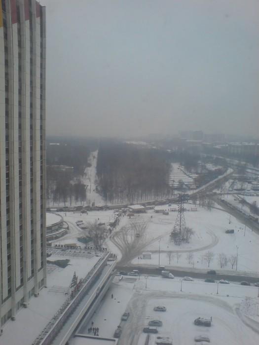 Utsikt fra mitt hotell, bygget for OS-byen en gang, ca 2,5 mil utenfor Moskva sentrum.