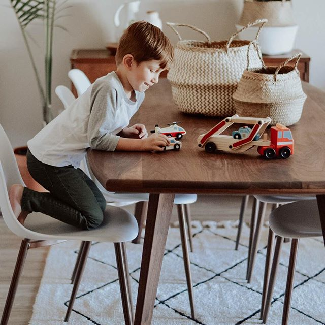 Do any of your kids love using the dining table as a play area? My son is constantly putting his stuffed animals/trucks/rocks/etc. all over the table, but I honestly don't mind it one bit (unless guests come by then it's stuff all the toys in a basket 😜)! This beautiful, handcrafted Danu dining table from @stemgoods is the perfect size for your kiddos adventures. All their products are chemical free & tailored to fit your home ♥️#stemgoods