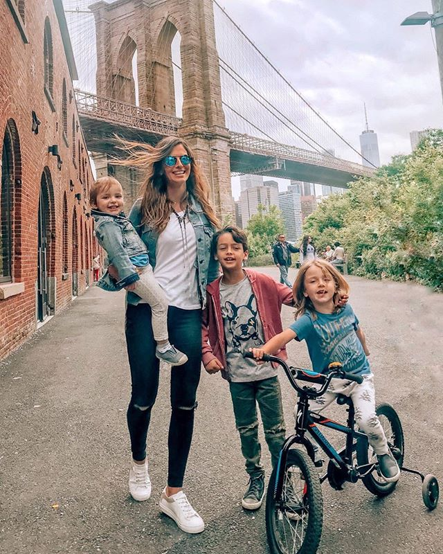 #bestofmom @diklagoren ・・・ Just another day with my Brooklyn Babies! Never thought I'd be raising my kids here so every time we pass by the bridge we try to get a shot 📷 .  Do you guys have a specific spot you like to take pictures at? .  P.S. Straight hair today since I wanted to change it up. 😬#motherhooddg#iloveny