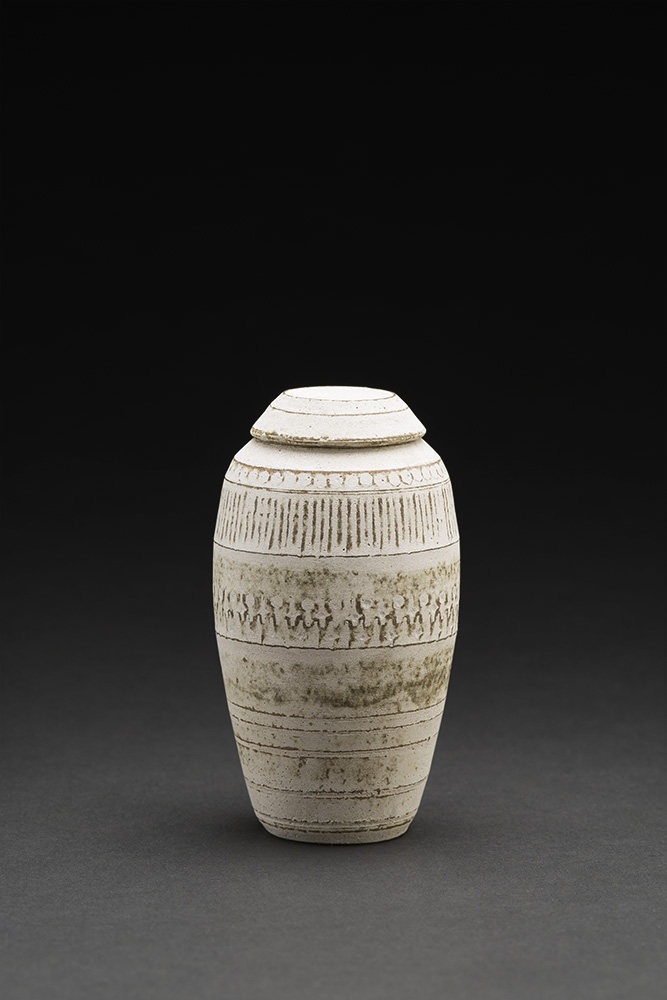 Akihiro Nikaido    Natsume  , 2015 Ceramic 4 x 2 x 2 inches 10.2 x 5.1 x 5.1 cm ANk 22