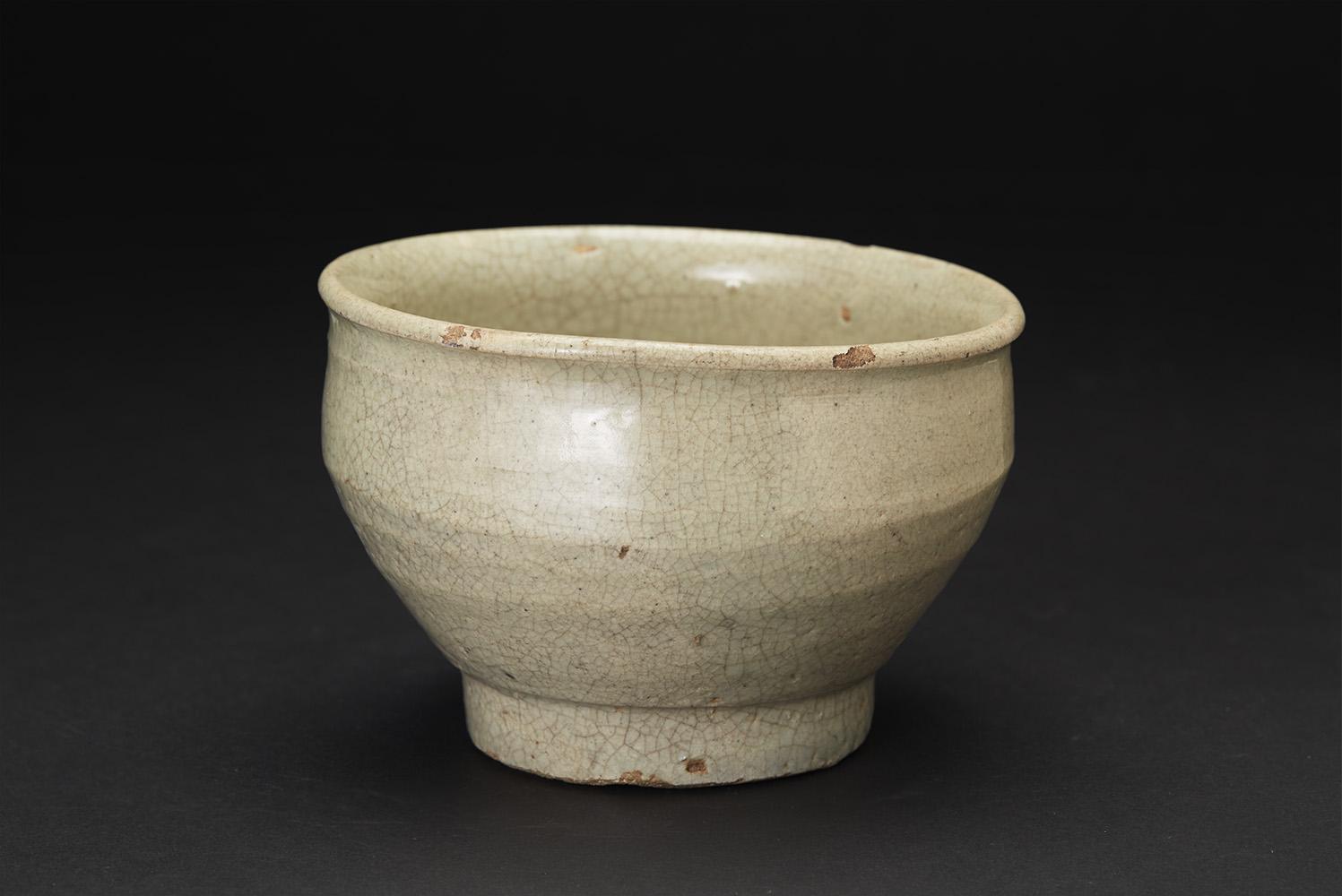 Korean Ceramics  Crackle Tea Bowl  , Early Chosun Period Ceramic 5.5 x 3.75 inches 14 x 9.5 cm KCer 9