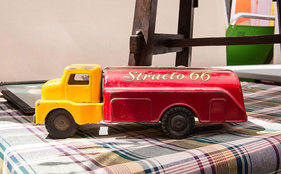 Vintage_Toy_truck.jpg