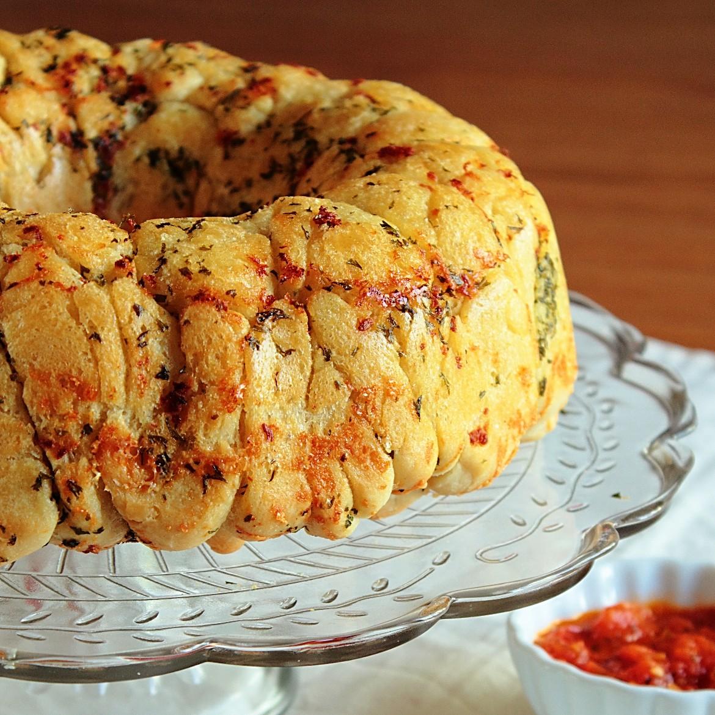 Garlic Parmesan Pull-Apart Bread