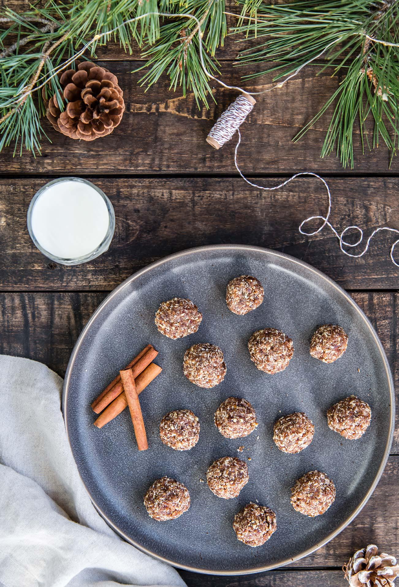 Raw Gingerbread Energy Bites