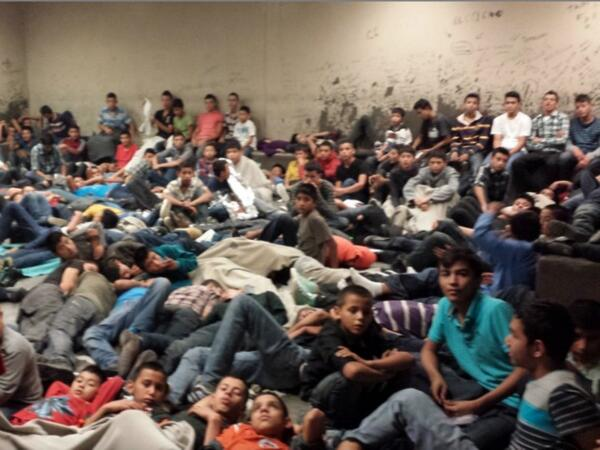 Recent photos reveal the human tragedy of so many young people caught at the border by US Customs and Border Patrol. ( La Verdad Yucatán )
