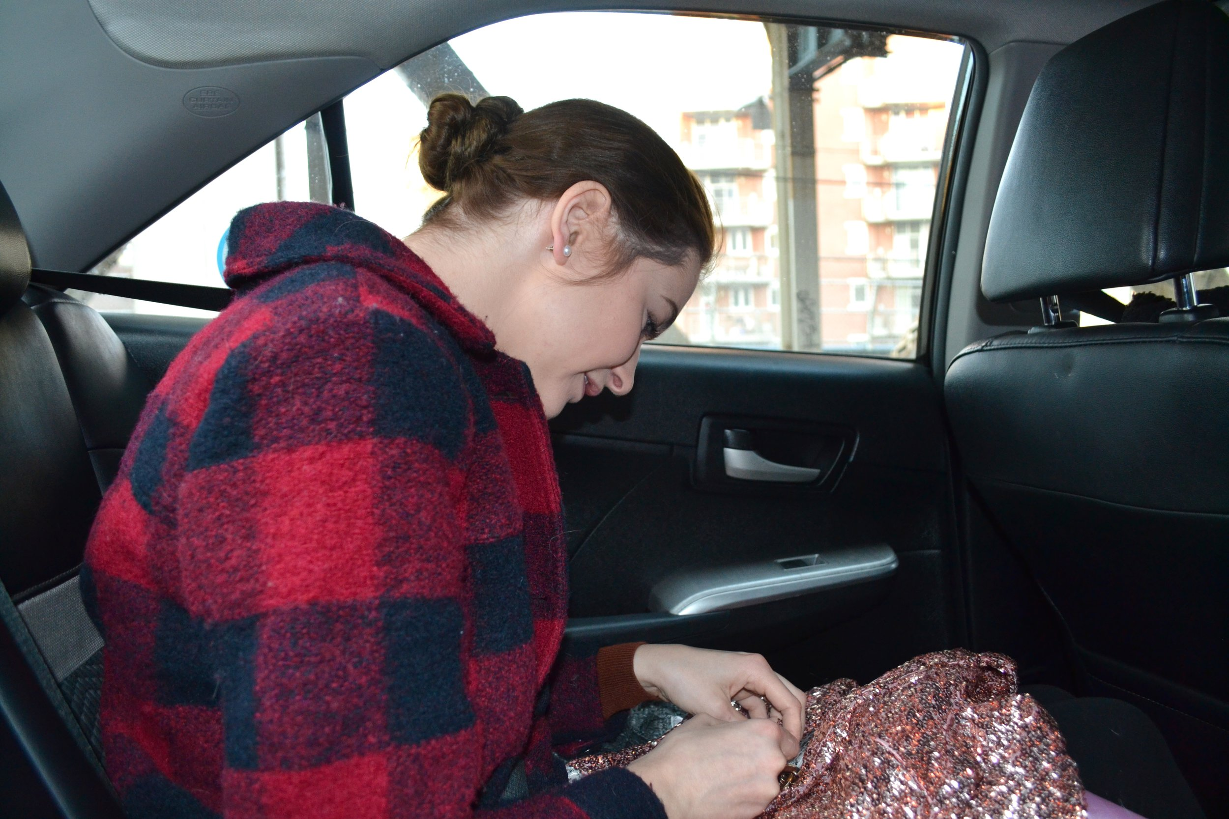 Miranda adding last minute touches to her suit on the way to the show.