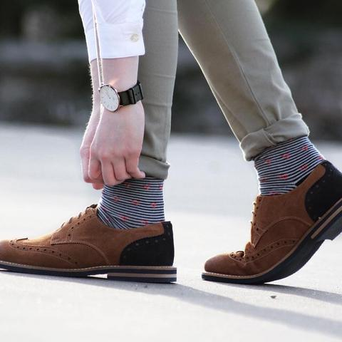 how_to_match_socks_with_your_outfit_large.jpg